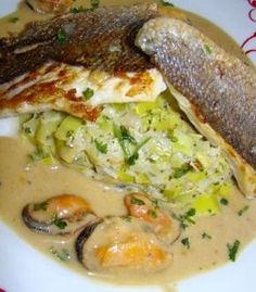 Bar on leek fondue spicy sauce Whole30 Fish Recipes, Easy Fish Recipes, Meat Recipes, Melting Pot Recipes, Fish Varieties, Mediterranean Fish Recipe, Vegan Cheese Sauce, Grilling Gifts, How To Cook Fish