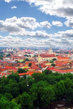 City view from the top. #Vilnius #Lithuania #placestotravel #placestovisit #traveldestinations #vacationideas www.haisitu.ro