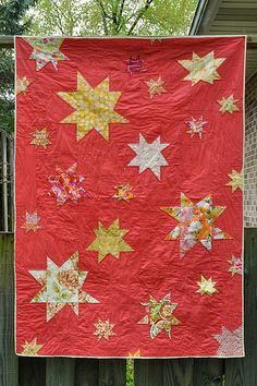 Scattered stars quilt - love the different sizes and spacing!