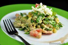 Ingrediencie (na 2 porcie): 150g tuniaka Calvo v olivovom oleji 100g bieleho gréckeho jogurtu 100g hrášku 50g kukurice 40g strúhaného syra (mozzarella) 2 hrstehlávkového šalátu 5 kyslých uhoriek 1 paradajka 1 PL horčice 1 PL kečupu (bez cukru) 1 strúčik prelisovaného cesnaku Postup: Šalát umyjeme a nakrájame nadrobno. V miske ho zmiešame so všetkými ostatnými […]