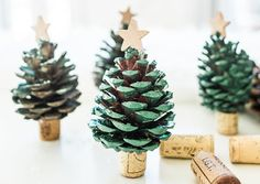 Easy to make wine cork crafts for Christmas. These Christmas crafts are a blast to make. Homemade Christmas Crafts, Christmas Crafts For Kids, Kids Crafts, Christmas Diy, Xmas, Cork Christmas Trees, Diy Christmas Decorations Easy, Christmas Ornaments, Ornaments Ideas