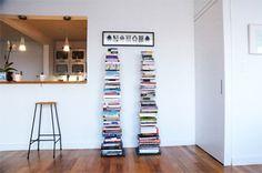 Si eres un amante de la lectura, a pesar de que poco a poco la forma digital se va colando en nuestras vidas, seguro que tienes una gran colección de libros en casa.  El único problema que presentan los libros es su almacenaje. Irremediablemente ocupan un gran espacio. Si ya no sabes qué hacer, cómo o dónde colocar tus libros, hoy te proponemos una idea…