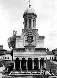 Mânăstirea Antim la început de secol Notre Dame, Building, Travel, Viajes, Buildings, Trips, Traveling, Tourism, Architectural Engineering