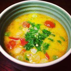 I aften står den på dennespicy og meget nemme thai-suppe. Jeg går og småfryser for tiden og har derfor besluttet at varme mig på denne. Jeg er egentlig ikke den store suppe spiser, men netop den her har så meget smag og fyld, at jeg ikke føler, at det er...