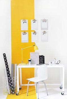 Get inspired to redecorate your home with all yellow decor and design ideas. 25 all yellow modern design ideas for anywhere within your home. Yellow Wall Decor, Yellow Walls, Yellow Accents, Yellow Rooms, Bedroom Yellow, Yellow Home Decor, Yellow Office, Passion Deco, My Workspace