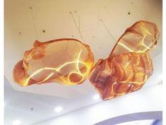 NUVOLE SOFFITTO - Un punto luce originale creato dai tre elementi sospesi, composti dalla tela metallica Dune Oro e Elegance entrambe prodotte con fili di Rame. (More Info: http://m.ttmrossi.it) #Design #Style #Events #InteriorDesign #IdeaDesign #idea #inspiration #TTMRossi #Metaldesign