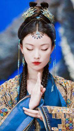 Love Destiny, Beautiful Chinese Girl, Ancient Beauty, Peach Blossoms, My Hairstyle, Chinese Clothing, Oriental Fashion, Art For Art Sake, Chinese Actress
