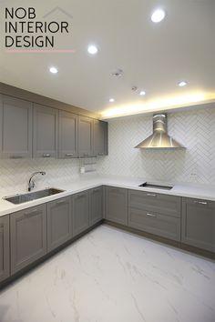 벽타일 상판 색이 일치하면 예쁨 Kitchen Room Design, Kitchen Interior, Interior Design Living Room, False Ceiling Design, Home Deco, Home Kitchens, New Homes, Kitchen Cabinets, House Design
