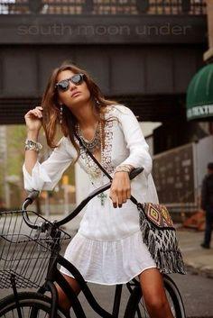 The Entertaining House: Summer Style - White #cyclingmemories #isadoreapparel #roadisthewayoflife