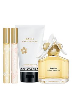 "MARC JACOBS ""Daisy"" Gift set. So cute. I love the fragrance and I'm all out ): Still LOVE the smell though. It would be my signature one if I wasn't so cheap!"