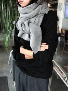 Fashion Inspiration - Must Have Grey Scarf by Cool Chic style Fashion Fashion Mode, Minimal Fashion, Look Fashion, Fashion Trends, Minimal Chic, Fall Fashion, Looks Style, Looks Cool, Style Me