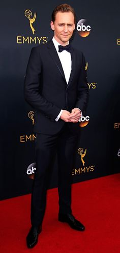 Tom Hiddleston attends the 68th Annual Primetime #Emmy Awards at Microsoft Theater. #TheNightManager Via torrilla. Click here for full resolution: https://pbs.twimg.com/media/CsrS9EYUsAAOOFW.jpg:large