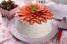 No bake strawberry cake Gelatin Recipes, Cake Recipes, Dessert Recipes, Strawberry Crepes, Baked Strawberries, Peruvian Desserts, Crepe Cake, Birthday Cake Decorating, Sweet Cakes