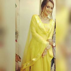 Mahir ki bela ka new avatar Fashion Over 40, Fashion 2018, Womens Fashion, Bridal Fashion, Punjabi Suits, Anklet, Indian Wear, Bridal Style, Sneakers Fashion