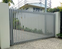Take a look at our amazing automatic gates and fences, Call us now on 0427 434 235 for a free quote!