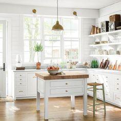 Charming Mountain Cottage: Kitchen