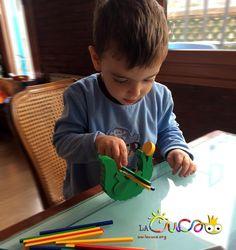 La Cuca: Motricitat fina amb joguines comercials / Motricidad fina con juguetes comerciales.