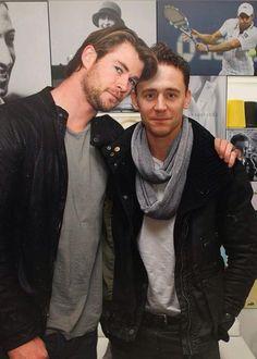 Tom Hiddleston + Chris Hemsworth = #Hiddlesworth = ♡ #TomHiddleston (2010) #Thor #Marvel