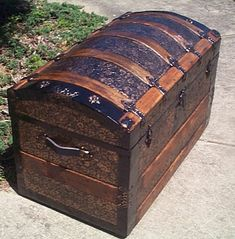 restored humpback dome top antique victorian era trunk for sale Antique Trunks, Vintage Trunks, Victorian Bedroom, Victorian Gothic, Upcycled Furniture, Furniture Makeover, Trunks For Sale, Makeover Party, Trunk Makeover