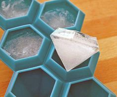 This 6 karat Diamond Ice Cube Tray speaks of a new kind of ice cubes you can use to beautify your drinks apart from chilling them. They are diamond shaped