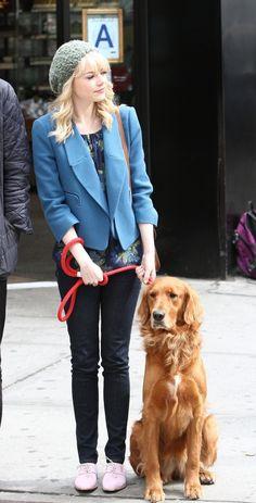 ~Emma Stone walking her dog