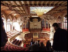The Palau de la música Catalana is a concert hall in Barcelona. It was built between 1905 and 1908. #kiss4emm  Embedded image permalink