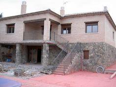 #Casas #Rustico #Exterior #Patio #Escalera #Antes y despues #Puertas #Muebles de exterior #Fachada #Barandillas #Ventanas