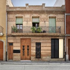 Image 1 of 23 from gallery of House Rehabilitation in Valencia / DG Arquitecto Valencia. Photograph by Mariela Apollonio Hacienda Homes, Townhouse Interior, Spanish Interior, Brick Architecture, Spanish House, House Front, House Design, House Styles, Gallery