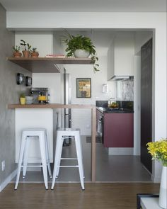 Small and integrated kitchen in a modern industrial-style apartment. Ve … - Home Page Industrial House, Modern Industrial, Small Apartments, Small Spaces, Beauty Room, Decoration, Kitchen Dining, Kitchen Modern, Home Furniture