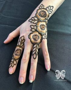 bold florals & leaves 🌿💫 // by Latest Henna Designs, Floral Henna Designs, Finger Henna Designs, Indian Mehndi Designs, Mehndi Designs For Girls, Mehndi Designs For Beginners, Modern Mehndi Designs, Mehndi Design Pictures, Wedding Mehndi Designs