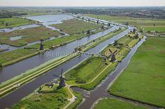 Kinderdijk, Nederland, 2 juni 2010.De molens van Kinderdijk staan sinds 1997 op de Werelderfgoedlijst van UNESCO. De plek is van internationale waarde omdat alle technologie van waterbeheer vanaf de middeleeuwen hier dicht bij elkaar te zien is.foto: Marco van Middelkoop/Aerophoto-Schiphol