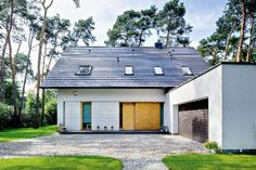Dachówka ceramiczna i cementowa - zakładkowa Garage Doors, Outdoor Decor, Home Decor, Decoration Home, Room Decor, Carriage Doors, Interior Decorating