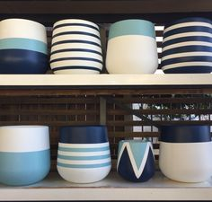 Keramik Design, Beton Design, Painted Plant Pots, Painted Flower Pots, Clay Pot Crafts, Concrete Crafts, Pots D'argile, Pottery Painting Designs, Diy Planters