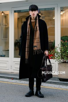 Pin by patricia jarin on art references korean fashion men, fashion, mens f Korean Fashion Men, Asian Fashion, Look Fashion, Daily Fashion, Winter Fashion, Mens Fashion, Korean Outfits, Mode Outfits, Fashion Outfits