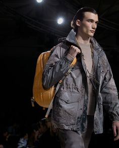A look from the Louis Vuitton Fall-Winter 2018 Fashion Show by Kim Jones. See all the looks now at louisvuitton.com. Fashion Show, Mens Fashion, Fashion Trends, Winter 2018 Fashion, Mens Fall, Winter Trends, Raincoat, Fall Winter, Louis Vuitton