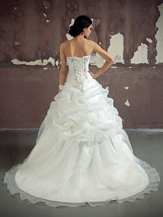I found some amazing stuff, open it to learn more! Don't wait:https://m.dhgate.com/product/elegant-white-ivory-wedding-dress-bridal/185214459.html