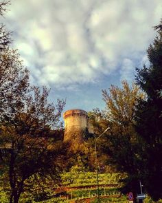 #repost@viopogi -------------------------------------------------------- #castello#castellodibrescia#ig_brescia#lombardia#italy#italy_photolovers#volgoitalia#volgobrescia#bresciacentrostorico#monumenti#arte#turismo#holiday#trip#trevel#visititalia#torre#turismobrescia#italytour#italyloveyou#movingculturebrescia#brixia_scatti#autumn#autumncolors#skyofinstagram#skylovers#skyline#cielo#cielomania#
