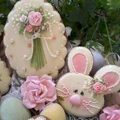 Decorated cut-out sugar cookies ~ Easter bunny and Spring flowers. Fancy Cookies, Iced Cookies, Cute Cookies, Easter Cookies, Royal Icing Cookies, Easter Treats, Cupcake Cookies, Easter Cake, Sugar Cookies