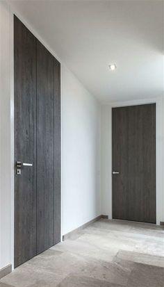 Deuren – Strakk, gepassioneerd vakmanschap in ieder detail Black Interior Doors, Door Design Interior, Interior Trim, Flush Door Design, Loft Door, Door Molding, Flush Doors, Room Doors, Internal Doors