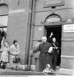 Vrijlating van oorlogsgedetineerden uit Huis van Bewaring na de bevrijding, Amsterdam (mei 1945)