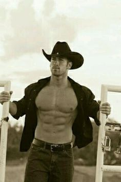 💓💓 Date A Cowboy 💓💓 Do you want a scrawny city guy who has swag or do you want a country boy with farm muscles and southern manners? whatever girls i guess that leaves more of this for us country girls who know a REAL man; Cowboys And Angels, Hot Cowboys, Country Men, Country Girls, Country Life, Country Living, Cowboy And Cowgirl, Cowboy Hats, Cowboy Candy