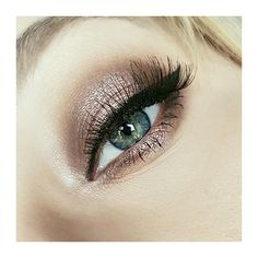 Halo eye, eyeshadow look Done using the makeup revolution, fortune favours the brave eyeshadow palette By me - @sammyengland