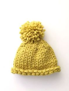 Free Knitting Pattern // Simple pom pom hat