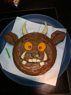 Gruffalo cake for first birthday party 3rd Birthday Cakes, Boy Birthday Parties, Birthday Ideas, Gruffalo Party, Gruffalo Costume, Gruffalo Activities, Baby Food Recipes, Baking Recipes, Gateau Cake