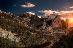 Los Mallos de Riglos, al paso del río Gállego, es una de las maravillas de la Provincia de Huesca. Por ...