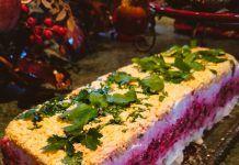 Τρίχρωμη γιορτινή σαλάτα που θα εντυπωσιάσει τους καλεσμένους σας