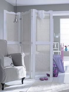 8 Wonderful Ideas To Separate Environments In Your House Even If It Is Small, Without Needing A Wall . Small Appartment, Diy Room Divider, Room Dividers, Divider Screen, Interior Decorating, Interior Design, Dream Decor, Living Room Decor, Sweet Home