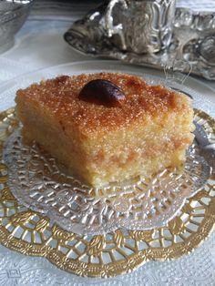 Qalb El louz ChamiaTraditionnel   Gourmandise Assia Gourmet Recipes, Cake Recipes, Tunisian Food, Algerian Recipes, Semolina Cake, Traditional Cakes, Cake Mix Cookies, Everyday Food, Mediterranean Recipes