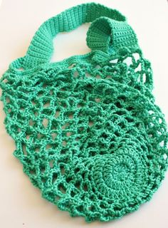 One skein crochet mesh bag -  free pattern from Zeens and Roger.