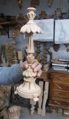 Talha escultura Júlio Leal Furniture Legs, Furniture Upholstery, Art Furniture, Wood Carving Designs, Wood Carving Art, Wood Turning Projects, Wood Projects, Church Altar Decorations, Plaster Art